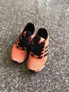 🚚 Adidas大童鞋
