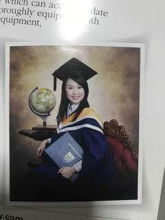 🚚 Graduation Gown
