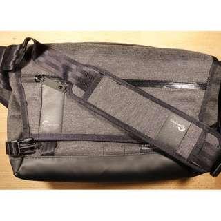 BNWOT Lowepro SL140 Crossbody Camera Bag