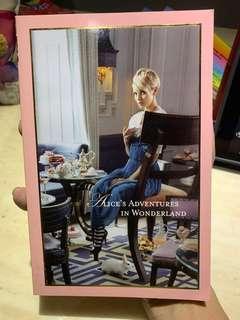 🚚 Alice's Adventures in Wonderland Book