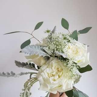 🚚 [Cheap af.] $5 only. <Sold out> 3 stalk white rose bouquet with matching flower.