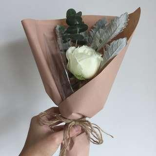 🚚 [Cheap af.] $3 only. <Sold out> Single Stalk white rose bouquet with matching leaves