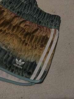 Celana pendek Adidas Originals