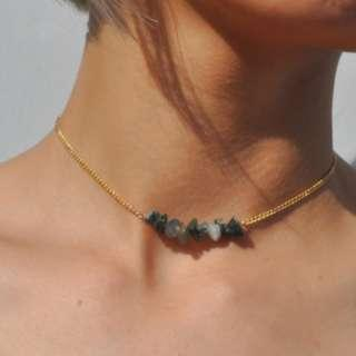 🚚 minimalistic multicolour crystal choker in green