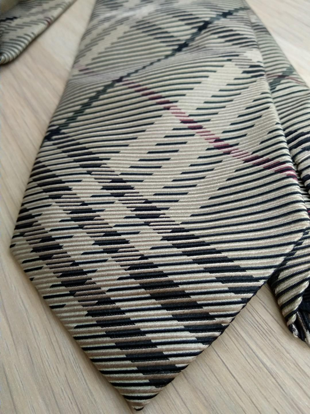 Burberry London Modern Cut Line Textured Check Silk Neck Tie Made in Italy Limited Edition