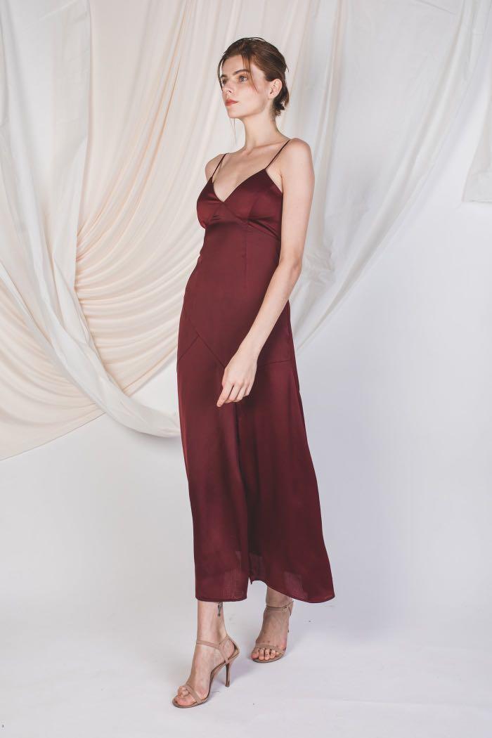 2e8b4f91fe13 KLARRA SLIT V-NECK TEXTURED MAXI IN WINE, Women's Fashion, Clothes ...