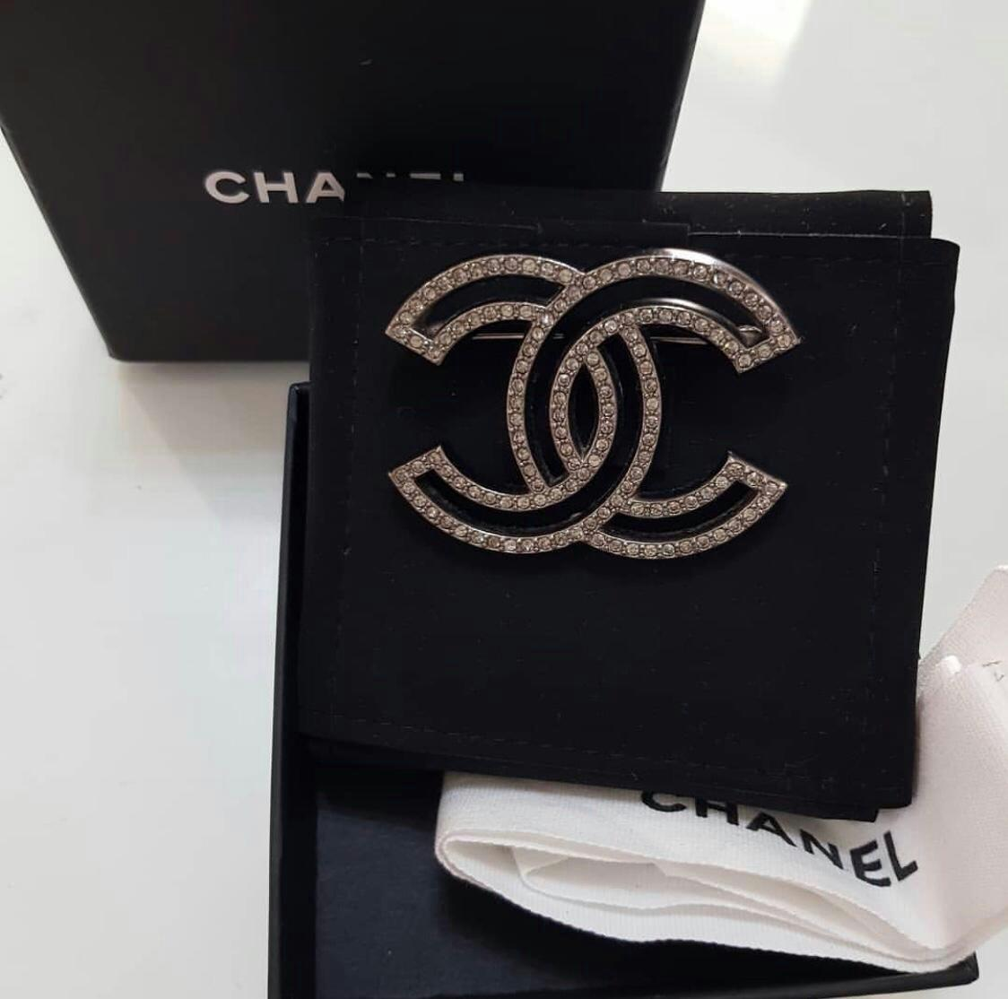 Preloved authentic Chanel Brooch
