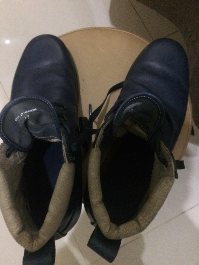 Sepatu boots lacoste biru