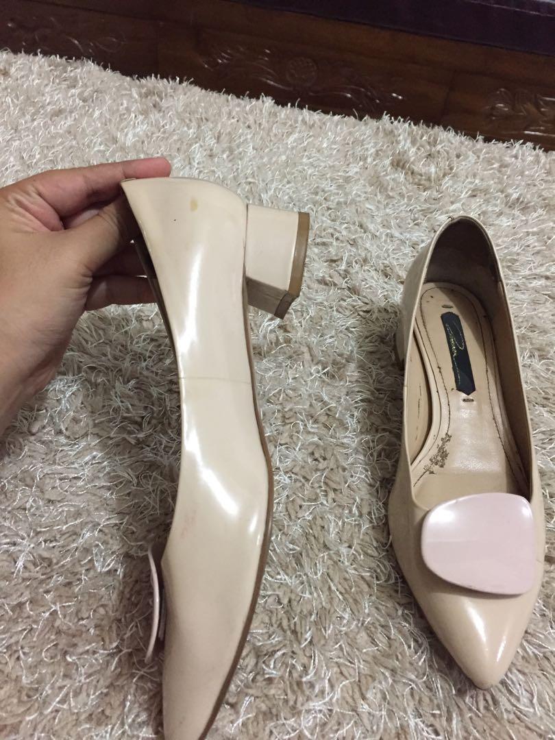 Sepatu made in kore