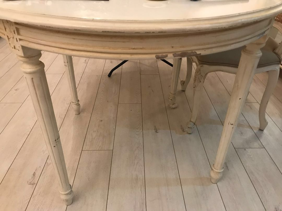 Used Country Style Vintage Round Dining Table And 4 Chairs
