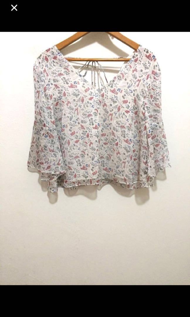 a729efe7ee4a0e White floral print chiffon top with ruffle sleeves, Women's Fashion ...