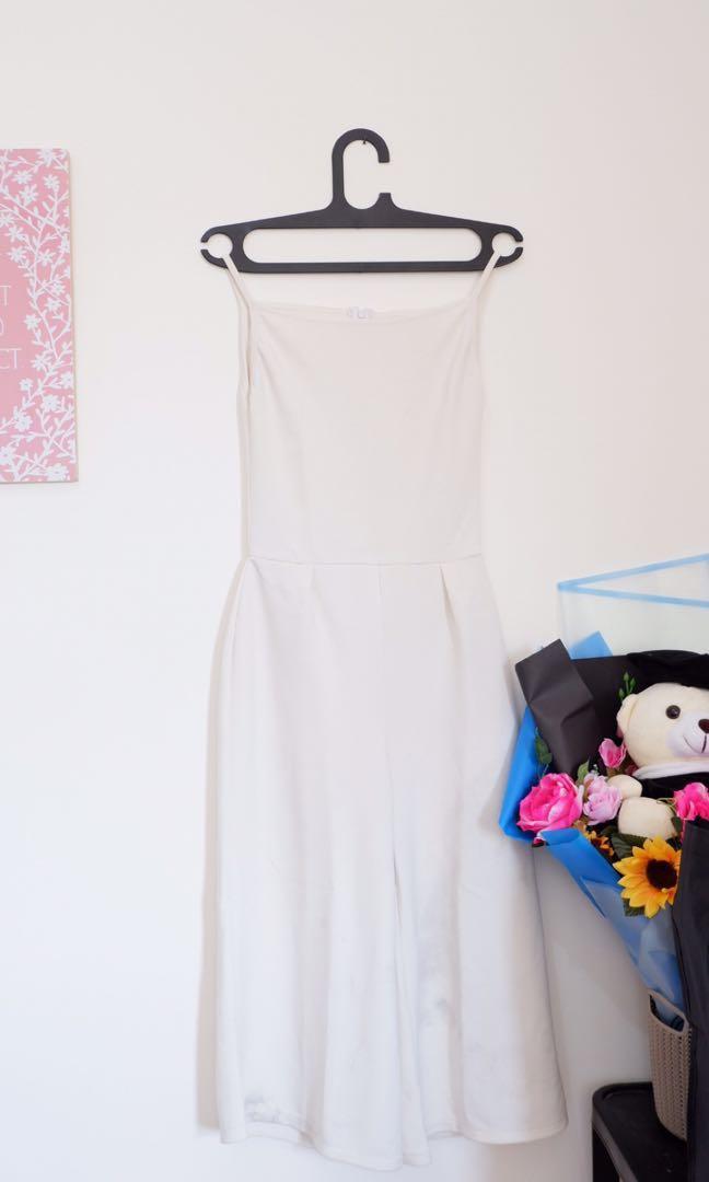 White jumpsuit putih
