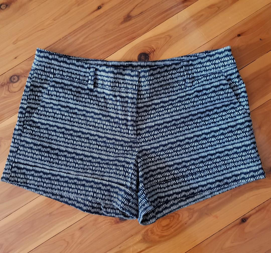 Women's size 12 'WITCHERY' Gorgeous black and white printed shorts - AS NEW