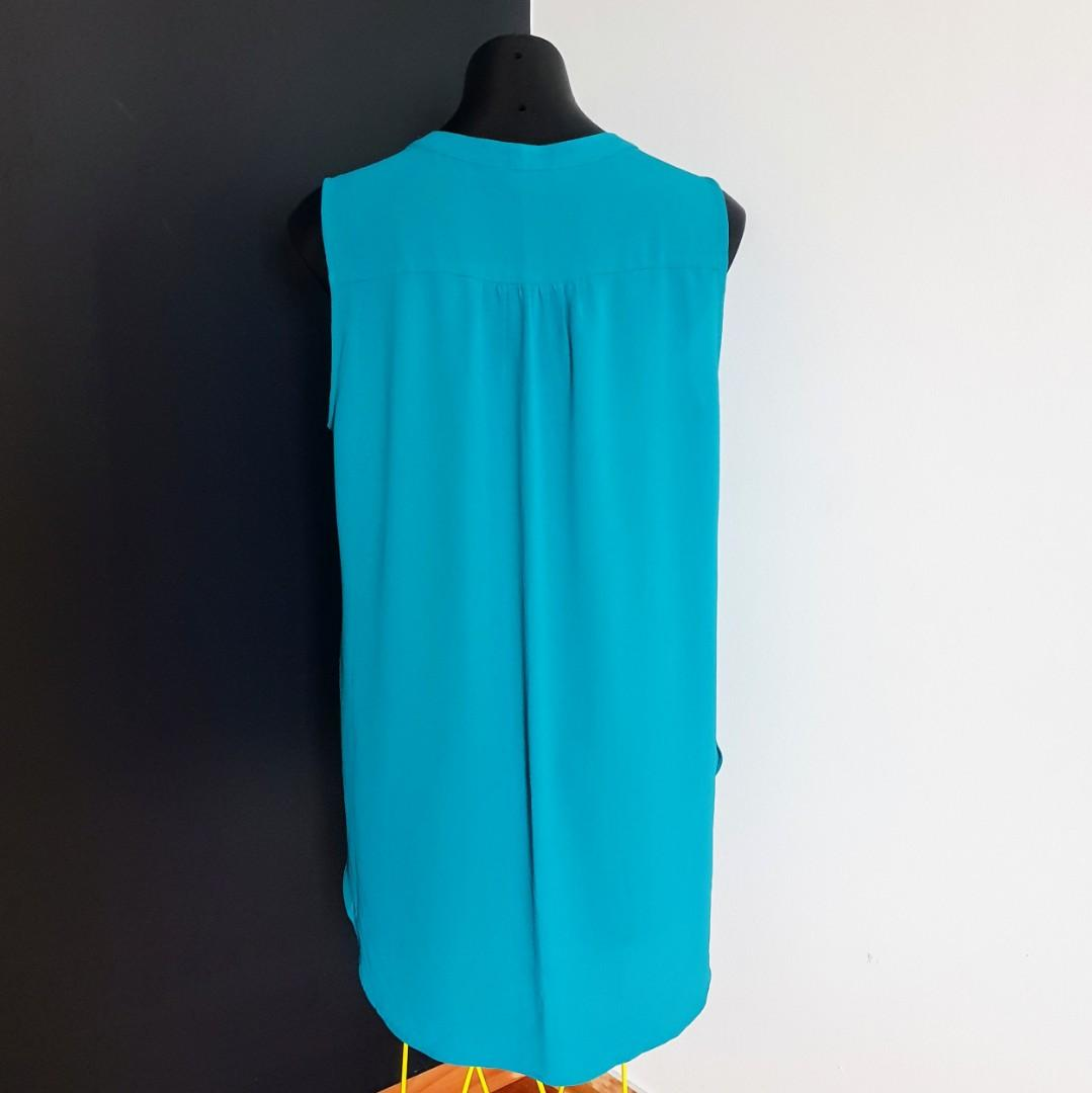 Women's size 14 'SUZANNE GRAE' Gorgeous turquoise long sleeveless blouse- AS NEW