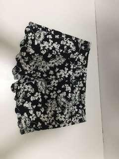 Shorts black with floral print