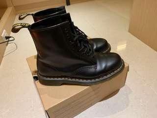 Dr.Martens 馬丁八孔男鞋