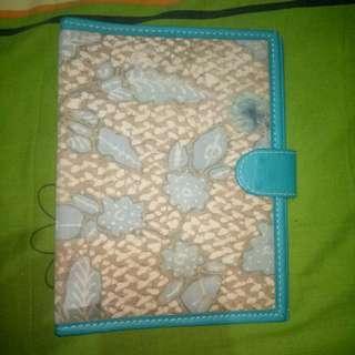 Binder kain batik dan kulit jeruk