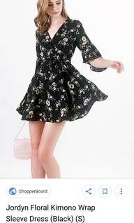 (s) Jordyn floral kimono wrap sleeve dress in Black