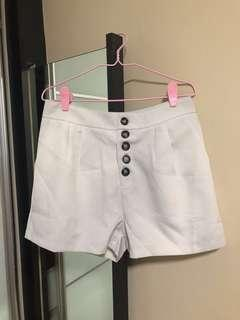 🚚 White Shorts from playdress