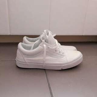 Low top white vans