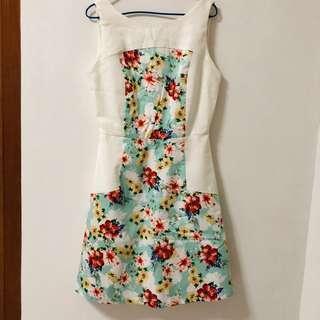 🚚 White & Floral Dress