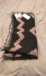 Aritzia blanket scarf brand new with tags