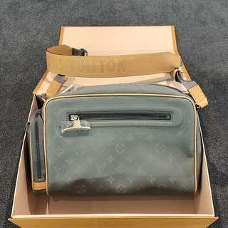 b35aaadd6403 Louis Vuitton Camera Bag