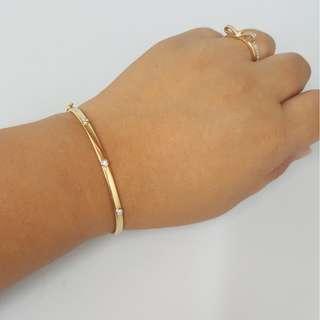 18k / 750 gold bangle bracelet ( NO BARGAIN)