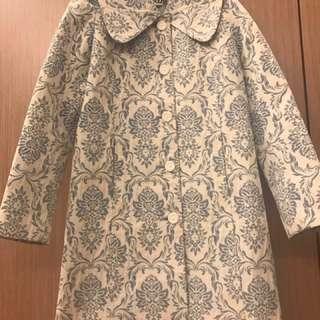🚚 原價破萬 小貴婦感日本製Kitten藍米白宮廷雕花風衣大外套 超有質感