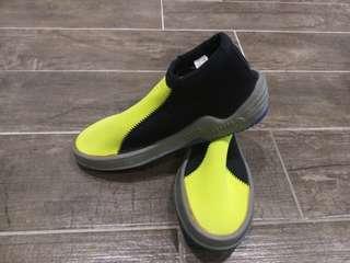 🚚 歐都納防滑鞋7號
