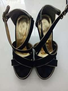 preloved- black heels