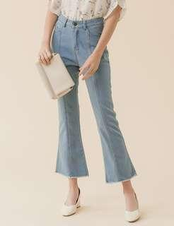 🚚 韓國 Eyescream 淺藍牛仔高腰喇叭褲 尺寸M 腰寬14.5寸 臀寬18寸 褲襠長前11吋後14.5吋 長35.5
