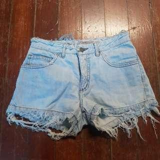 GUESS USA DESTROYED MAONG SHORTS