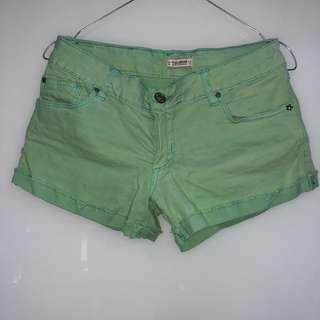 PULL & BEAR GREEN HOT PANTS