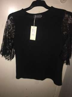 Mirrou Black Top With Lace Sleeves