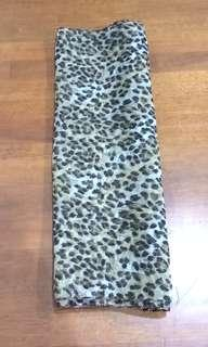 LEOPARD PRINT LONG SHAWL