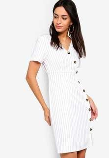 🚚 Faux button dress