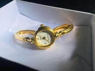 Jam Tangan Wanita Timex Essentials Quartz Gold Plated Model Gelang.