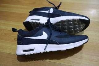 Nike Airmax Thea US 6 (Free Shipping!)