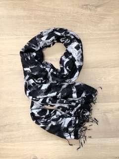 🚚 H&M 圍巾