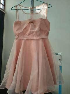 🚚 細緻網紗胸蝴蝶結透肩洋裝 粉色 伴娘 禮服 (Puree)