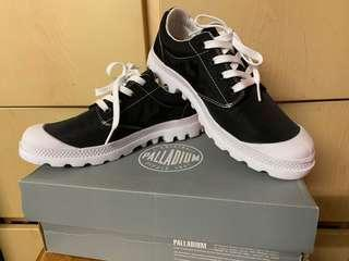 Palladium 防水料低筒休閒鞋