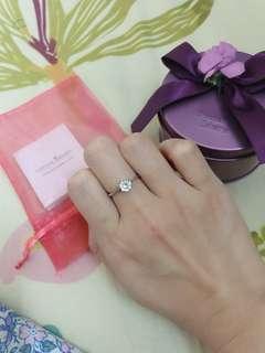 Crystal Zahara 香港自家品牌 鍍18k白金 六爪 白色蘇聯鑽戒指