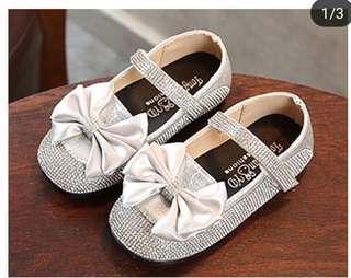 Sepatu anak ribbon studs