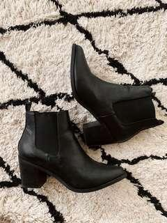 Spurr Black Point Toe Heeled Boots