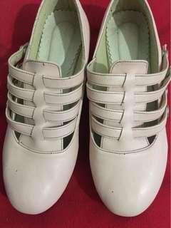 Sepatu adorable