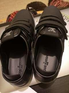 (NEW) kids black LV leather sneakers