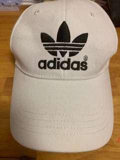🚚 Adidas white trefoil cap