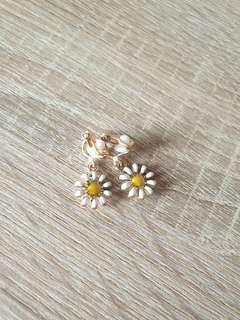 🚚 [NEW] Cute Sunflower Earrings
