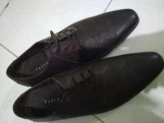 Sepatu pedro ori blm pernah di pk tp kulit agak cacat cacat gt
